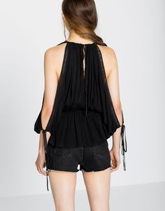 :DOUBLE BREASTED NECKLINE LARGE BLOUSE WITH BLONDE LACE DETAIL