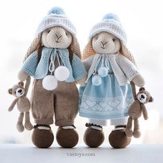 Handmade toys by Vasilisa Romanova — Knitted things are known to warm the body and knitted toys are good for warming your heart Knitted Doll Patterns, Knitted Dolls, Baby Knitting Patterns, Crochet Dolls, Knitted Bunnies, Knitted Teddy Bear, Knitted Animals, Knitting Projects, Crochet Projects