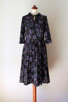 Vintage Poly Dress Black and Purple von PaperdollVintageShop
