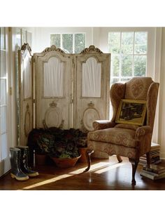 Are you looking for a big design statement? A folding screen may just do the trick. Room Divider Screen, Room Screen, Room Deviders, Dressing Screen, Trumeau, E Room, Decorative Screens, Rustic Room, Big Design