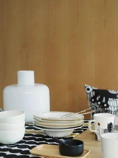 Kurkistetaanko jo ensi kesään: Marimekko Home - Valkoinen Harmaja Marimekko, Ceramic Tableware, Design Competitions, Life Design, Modern Fabric, Fabric Design, Printing On Fabric, Stoneware, Anniversary