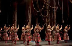 La Source; Ballet en deux actes; Musique: Jean-Guillaume Bart, Chorégraphie: Léo Delibes et Ludwig Minkus; Costumes: Christian Lacroix