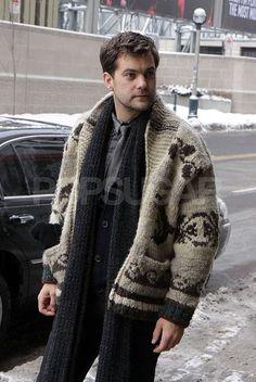 CanCon level Joshua Jackson in a Cowichan sweater in Toronto Cowichan Sweater, Men Sweater, Josh Jackson, Sweater Making, Gentleman Style, Wool Sweaters, Sweater Weather, Lana, Knitwear
