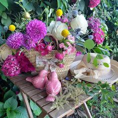 🌸CAMPO🌾 . 🌸Una de nuestras propuestas para este verano son los capazos y cestas de flores de temporada  de productores locales 👩🎤. . 🌷Flores que respiran aire libre, aromas de eucalipto, rosas y lavanda..por ejemplo, todo mezclado con mucho color, perfecto para alegrarnos la vida este atípico verano. . . ¿ A quién le regalaría tu este capazo de flores ?. . 🌾🌸🍃🌾🌸🍃🌾🌸🍃. . ☎️986604294.( Servicio a domicilio). 🏩C/ Orense n°8 Tui. 👩💻www.lasfloresderita.com . #regalaflores… Plants, Instagram, Flower Baskets, Proposals, Lavender, Country, Seasons, Plant, Planting