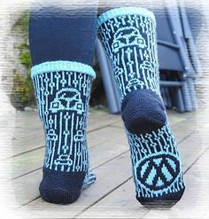 Ravelry: VWBoblesokker pattern by Gro Andersen Knitted Slippers, Knit Mittens, Knitting Socks, Fair Isle Knitting, Hand Knitting, Knit Socks, Knitting Stitches, Knitting Patterns, Sock Loom