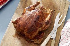Cette recette populaire vous permet de vous éloigner du barbecue et de prendre part aux festivités! Les savoureuses épices à frotter et la sauce barbecue relevée feront de ce poulet grillé un véritable succès.