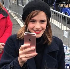 """"""" Emma Watson at the Women's March in Washington, DC (January """" She's so cute and inspirational. Hermione Granger, British Actresses, Hollywood Actresses, British Actors, Emma Watson Style, Emma Love, Harry Potter Films, Girl Crushes, Role Models"""