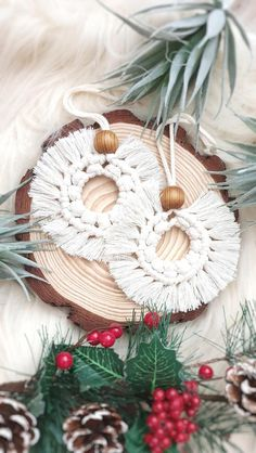 This set of natural cotton ornaments look perfect on the Christmas tree grouped with other ornaments and fairy lights. Each piece is carefully made by hand White Christmas Tree Decorations, Scandinavian Christmas Decorations, Ribbon On Christmas Tree, Christmas Tree Ornaments, Christmas Diy, Wooden Ornaments, White Xmas Tree, Vintage Pink, Diy Weihnachten