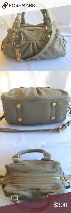 """Marc Jacobs Q Baby Groovee Satchel $378 NWOT 12 ½""""W x 7 ½""""H x 5""""D. (Interior capacity: medium.) 5 ½"""" strap drop; 13"""" - 17"""" shoulder strap drop. Made for the modern lady, a pebble-grained satchel cut with prim proportions relaxes into a softly pleated silhouette. Classic top handles and burnished hardware inspire a vintage vibe, while an optional strap adjusts for a crossbody look. Interior zip, wall and cell phone pockets -metal feet. Logo lining. Bag still smells like brand new leather…"""