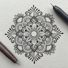 Mandala mehendi mandala art more mandala tattoo Mandala Doodle, Mandala Art Lesson, Mandala Tattoo, Zen Doodle, Art Mandala, Mandala Sketch, Henna Mandala, Mandala Design, Mandala Pattern