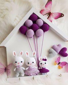🎁Receba a sua Apostila com 10 Gráficos de Crochê e Amigurumis Grátis➡️ Clique no Link Azul da Bio 👉 . Bunny Crochet, Crochet Doll Pattern, Crochet Toys Patterns, Amigurumi Patterns, Cute Crochet, Stuffed Toys Patterns, Crochet Dolls, Diy Knitting Projects, Sewing Crafts