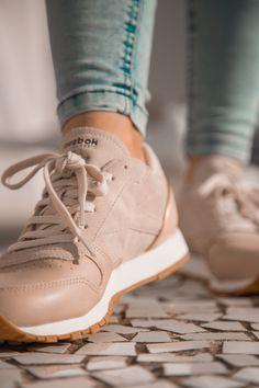 Descubre las novedades de Reebok en nuestras tiendas o entra en zapatosmayka.es y recibe tu pedido en 24/48h . https://www.zapatosmayka.es/es/catalogo/mujer/reebok/deportivos/zapatillas/121016163250/cl-lthr/