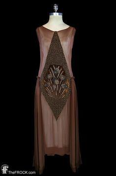 flapper dress, beaded velvet, brown silk chiffon georgette, antique art deco couture Gatsby go 20s Fashion, Fashion History, Art Deco Fashion, Vintage Fashion, Vintage Outfits, 1920s Outfits, Vintage Dresses, 20s Mode, Mode 3d
