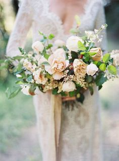 Neutral toned, garden-inspired bridal bouquet by Soil and Stem.
