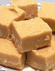 Here I give you a quick and easy way to make fudge that everyone is sure to enjoy. If you like fudge like I do your sure to love this really great easy to make fudge. I looked around for a quick , easy way to make fudge and finally I discovered a. Fudge Recipes, Candy Recipes, Sweet Recipes, Dessert Recipes, Coctails Recipes, Low Carb Menus, Delicious Desserts, Yummy Food, Peanut Butter Fudge