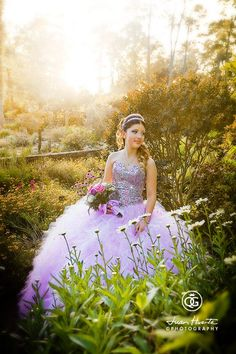 7 Places to take Beautiful Quince pics! Your quince photographs are meant to capture memories to last a lifetime, so it's important you get the very best shots when all dressed up on your big day Pretty Quinceanera Dresses, Quinceanera Decorations, Quinceanera Party, Picture Poses, Photo Poses, Photo Shoots, Picture Ideas, Quince Pictures, Debut Photoshoot