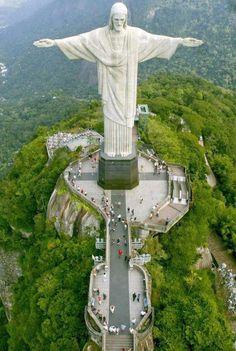 A világ legismertebb Krisztus-szobra kétségkívül Rio de Janeiróban található, Brazíliában. A Megváltó Krisztus szobra, a kitárt karjaival keresztet formáló Jézus az ország leglátogatottabb látványossága.  Magassága 30 méter. A 700 méter magas Corcovado-hegyen áll, mely a Tijuca Erdei Nemzeti Parkban található. Ez a műalkotás az egyetlen 20. századi építmény, ami a Lisszabonban 2007. július 7-én megtartott internetes szavazás következtében bekerült a világ hét új csodája közé.