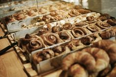 Bäckerei in Berlin, Hamburg, Frankfurt und Köln mit handgemachten Backwaren aus rein ökologischen Zutaten.   mmmm.... Zimtschnecken!!!!