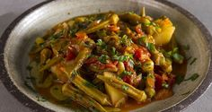 Greek okra stew by Greek chef Akis Petretzikis! A traditional dish made with okra, tomatoes, vegetables and herbs. Greek Recipes, My Recipes, Okra Stew, International Recipes, Clean Eating, Veggies, Yummy Food, Dishes, Cooking