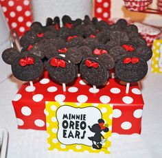Oreos at a Minnie Mouse Party #minniemouse #oreos