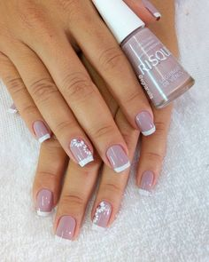 Image may contain: one or more people and closeup Heart Nail Designs, Classy Nail Designs, Fall Nail Art Designs, Cool Nail Designs, Mauve Nails, Gel Nails, Nail Polish, Classy Nails, Stylish Nails