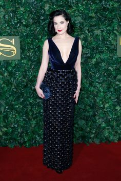 Dita Von Teese Photos Photos - Dita Von Teese attends The London Evening Standard Theatre Awards at The Old Vic Theatre on November 13, 2016 in London, England. - The London Evening Standard Theatre Awards - Red Carpet Arrivals