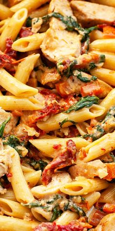 Creamy Tuscan Chicken Pasta is loaded with the flavors of the Mediterranean – sundried tomato, baby spinach, garlic, red pepper, and parmesan. It's super quick and easy. A restaurant quality dish on the table in under 30 minutes. Sundried Tomato Recipes, Sundried Tomato Pasta, Spinach And Tomato Pasta, Chicken With Sundried Tomatoes, Creamy Tomato Pasta, Spinach Leaves, Tuscan Chicken Pasta, Chicken Pasta Recipes, Creamy Chicken Pasta