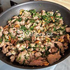 Krůtí maso na zelenině recept - Vareni.cz Grains, Beef, Chicken, Food, Stone, Asia, Meat, Rock, Essen