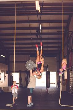 This is the cutest thing ever! This #Crossfit #Family are real #CitizensOfFit ;)