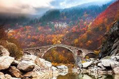 Ponte do Diabo nas Montanhas Rhodope, Bulgária