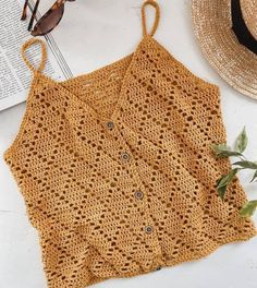 Blusa de crochê Learn the rudiments of how to crochet, starting at the very beginning. T-shirt Au Crochet, Beau Crochet, Bikini Crochet, Crochet Shirt, Crochet Crop Top, Crochet Woman, Crochet Crafts, Crochet Stitches, Crochet Projects