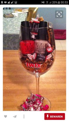Valentine Baskets, Baby Shower Gifts For Boys, Diy Presents, Love Chocolate, Whiskey Bottle, Wine Glass, Diy And Crafts, Alcoholic Drinks, Tableware