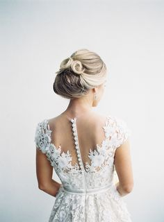 Dress: Reem Acra | Laura Leslie Photography