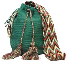 Buy Wayuu Bags Online-Colombian Bags Retailers and Wholesalers-Suscribe and Get 3 FREE Wayuu Bracelets with your first purchase! Handmade Handbags, Handmade Bags, Easy Crochet Stitches, Art Bag, Pottery Designs, Turquoise Color, Boho Fashion, Boho Chic, Purses And Bags