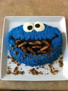 Cookie Monster cake✅ must do Checkout out cookie made out of blueberries & blackberries