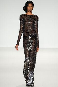La robe à écailles du défilé Pamella Roland à New York