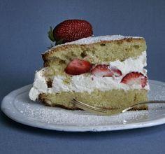 gluten free strawberry-almond cake