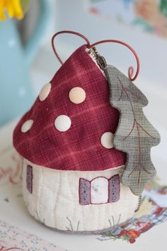 Japanese Patchwork, Textiles, Pouch, Wallet, Diy Home Decor Projects, Small Quilts, Beautiful Bags, Pin Cushions, Handicraft