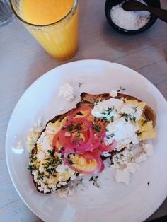 Let's Brunch! Julia F. and Catie picked out their favorite cafes for breakfast in Berlin