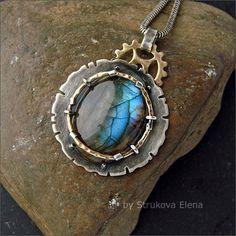 Струкова Елена - авторские украшения - Кулон с голубым лабрадором