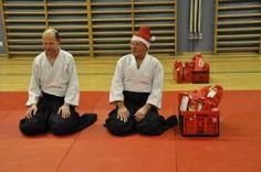 Aikido Kindertraining in Linz / Auhofschule (Urfahr): Trainer vor der Übergabe der Nikolaussackerl