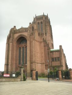 Liverpool Cathedral based on a design by Giles Gilbert Scott. is The longest cathedral in the world. Liverpool Home, Liverpool England, British Architecture, Architecture Design, Liverpool Cathedral, Beatles, Anglican Cathedral, Temple Ruins, Places To Go