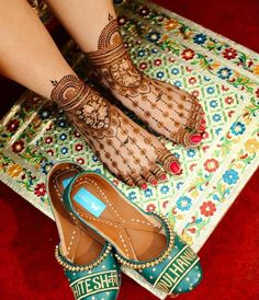 We have many mehndi designs but our demand always bring new mehndi designs for us. Let's Talk About How To Search For Best Mehndi Artist In Delhi. Legs Mehndi Design, Modern Mehndi Designs, Mehndi Designs For Fingers, Mehndi Design Images, Dulhan Mehndi Designs, Mehndi Designs For Hands, Mehandi Designs, Arabic Design, Mehendi