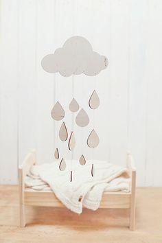 He encontrado este interesante anuncio de Etsy en https://www.etsy.com/es/listing/185631220/ready-to-ship-rainy-day-baby-mobile