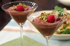 Date: August 2014 Recipe: fully raw chocolate mousse Verdict: Delicious! Very easy to make and very smooth! Healthy Desserts, Raw Food Recipes, Delicious Desserts, Cooking Recipes, Healthy Recipes, Healthy Foods, Yummy Treats, Healthy Eating, Raw Chocolate