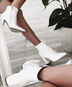 White Ankle Boots, Mid Calf Boots, Top Shoes, Me Too Shoes, Bota Ankle Boot, Bota Over, Diy Mode, Outfits Mujer, Mode Style