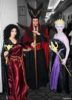 Disney Cosplay - Mirror, mirror, on the wall, who's the most evil of them all? This year, toss the princess gown and don the cloak of a Disney villain. The characters that we Disney Cosplay, Disney Villain Costumes, Epic Cosplay, Amazing Cosplay, Disney Villains, Disney Group Costumes, Rapunzel Cosplay, Mermaid Cosplay, Family Costumes