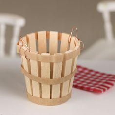 Miniature Wood Harvest Basket Diy Barbie Furniture, Fairy Furniture, Miniature Crafts, Miniature Dolls, Diy Popsicle Stick Crafts, Wood Sticks Crafts, Popsicle Sticks, Harvest Basket, Doll House Crafts