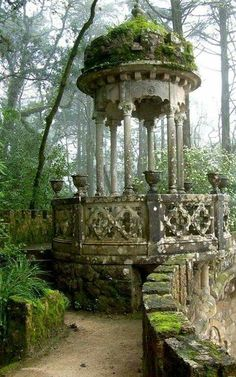 Gazebo in the Garden Pavilion in Quinta da Regaleira Palace, in romantic Sintra, Portugal Abandoned Buildings, Abandoned Places, Abandoned Mansions, Abandoned Castles, Haunted Places, Garden Pavilion, Garden Gazebo, Palace Garden, Moss Garden