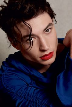 Ezra Miller has joined Urban Decay in the brand's latest makeup campaign, Pretty Different. Ezra Miller, Batman Vs, Urban Decay, Androgynous Makeup, Androgynous Fashion, Matte Blush, Male Makeup, Makeup Art, Genderqueer